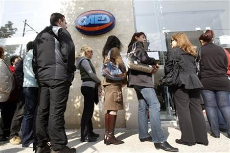 Recently jobless Greeks line up to receive their unemployment benefit at an unemployment bureau in Athens November 11, 2011. (REUTERS/John Kolesidis)