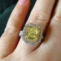 small_music-celebritie-kelly-clarkson-ring-