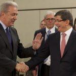 Greek Foreign Minister Dimitris Avramopoulos (L) with Turkish peer Ahmet Davutoglu