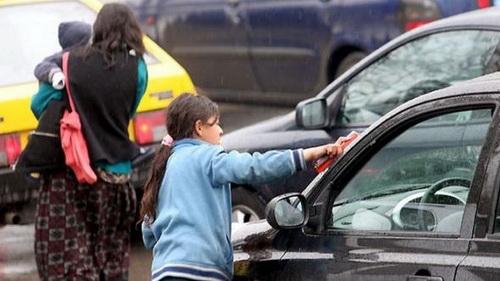 Kids in Greece begging on street