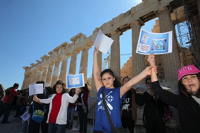 Kids Form Human Chain Around Parthenon