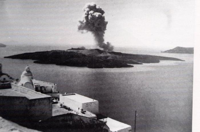 thera_eruption_1950