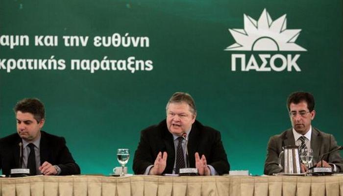 Evangelos Venizelos (C) of the vanishing PASOK party