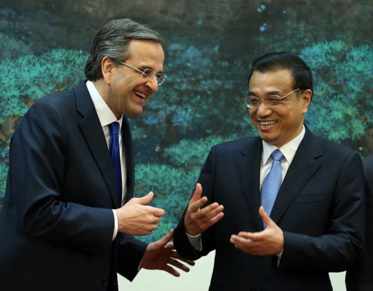 Greek Premier Antonis Samaras (L) and his Chinese countepart, Li Keqiang, had a lot to smile about