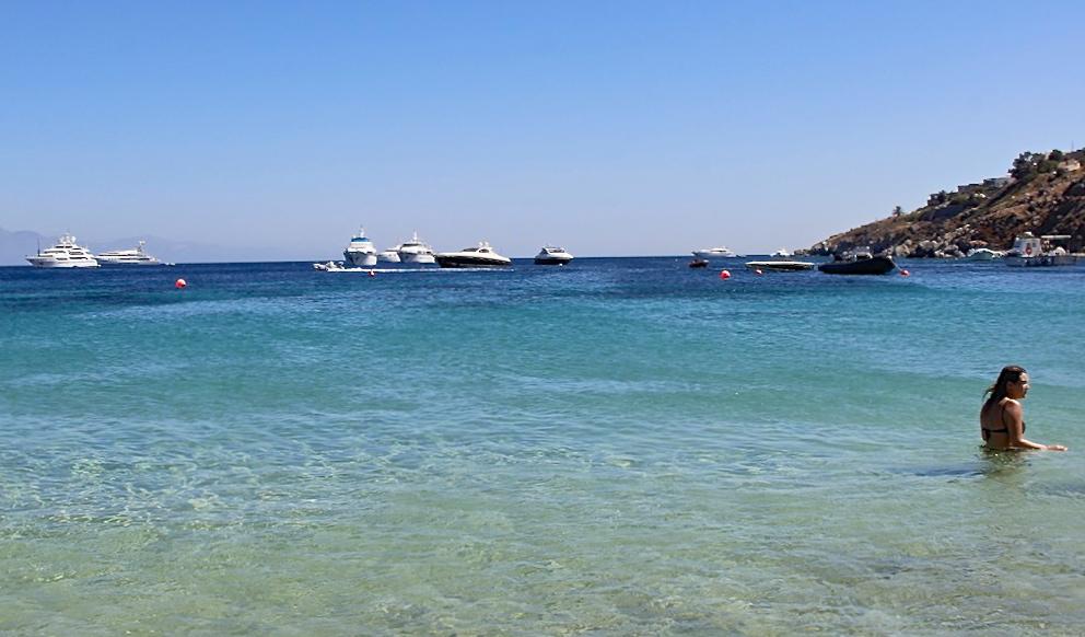 Psarou Beach Yachts