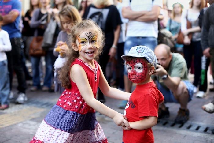 Festival; Little Paris of Athens; Φεστιβάλ; Μικρό Παρίσι των Αθηνών; street events; street theater and figurative scene painters; street; art; street events; θέατρο δρόμου; παραστατικά δρώμενα; ζωγράφους του δρόμου; εικαστικά; swing; χορός; διασκέδαση