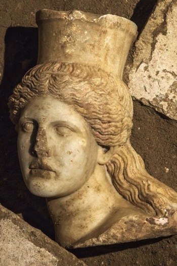 Missing-Head-of-Amphipolis-Discovered2