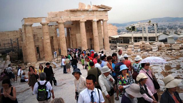 tourists-acropolis