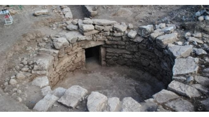 tomb-amfissa
