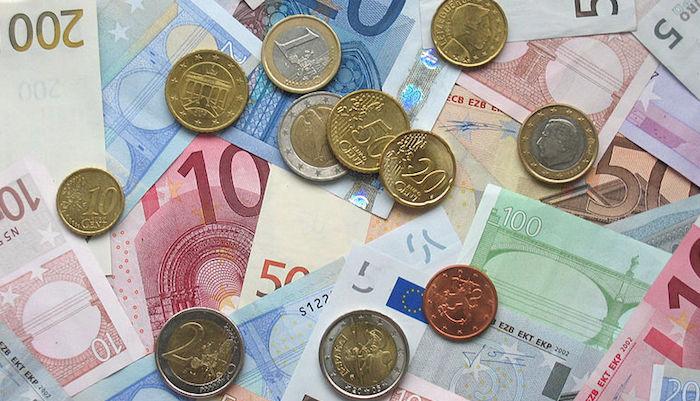 Euro_coins_economy_eurozone_money_banknotes
