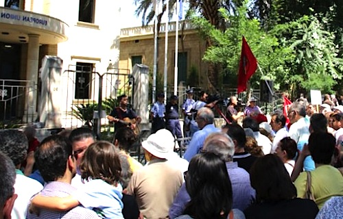 Cypriots demonstrate for Greek