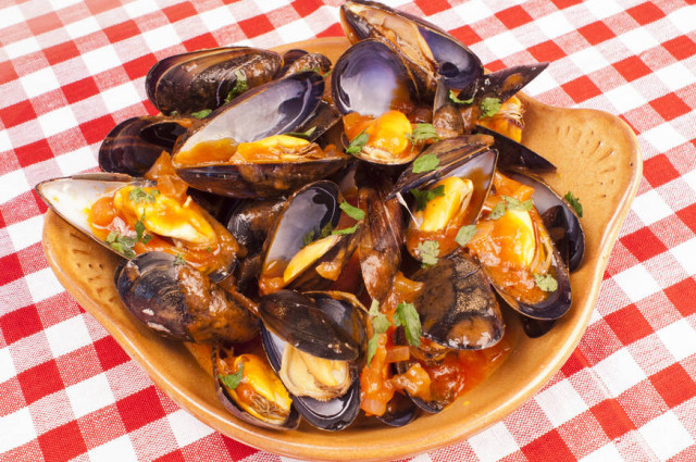 Mussels Saganaki (Greek Midia Saganaki)