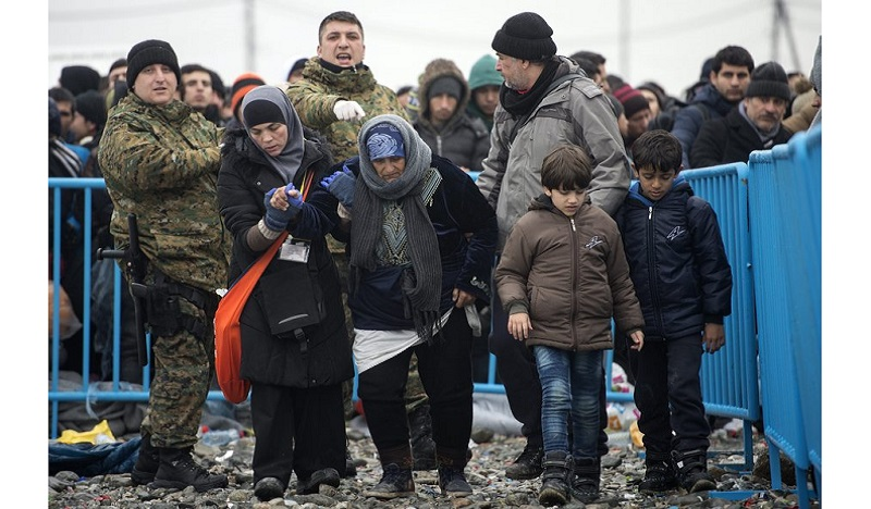 epa05089883 Refugees leave the registration and transit camp and head to board the train for the Serbian border, near the city of Gevgelija, the Former Yugoslav Republic of Macedonia, 06 January 2016. Serbia, Croatia and Hungary sent groups of police officers to help the Macedonian police in handling of the migrant crisis on the Greek-Macedonian border. Thousands of migrants continue to cross the border and pass through Macedonia on their way to the European Union countries. EPA/GEORGI LICOVSKI