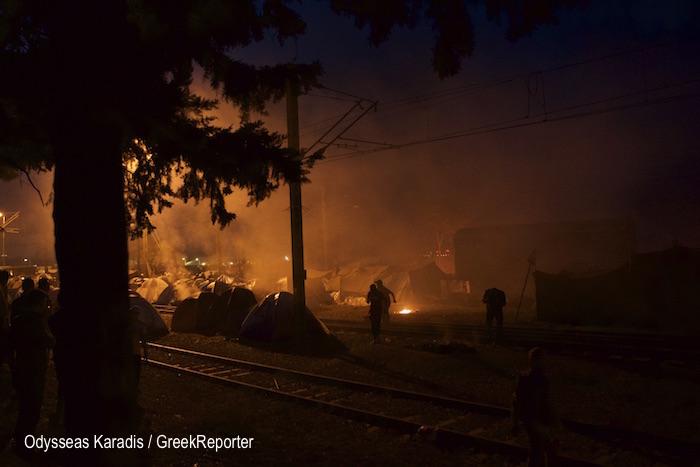 Idomeni_tear_gas_2_GreekReporter