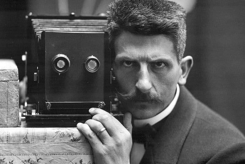 Self picture of Swiss photographer Frédéric Boissonnas