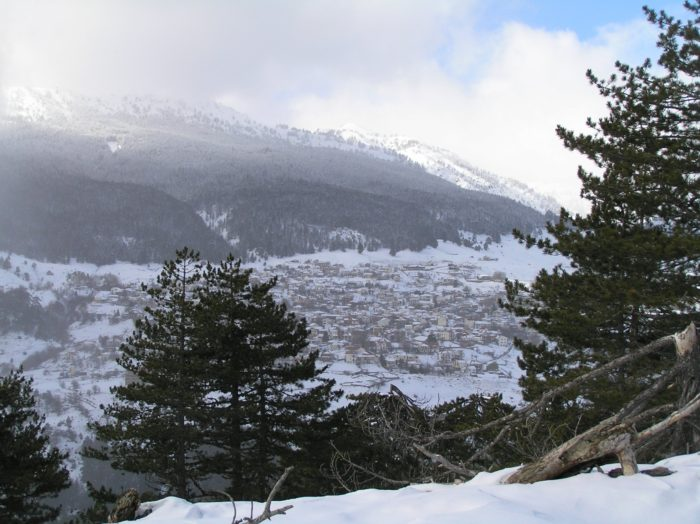 The famous mountain village of Samarina is located at an altitude of 1600 m, on the slopes in of Mount Smolikas (2637 m), the highest peak of the Pindos range, in West Macedonia. Samarina not only one of the highest villages in Greece but also in the Balkans.