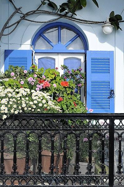 Ελληνικό μπαλκόνι στη Σαντορίνη