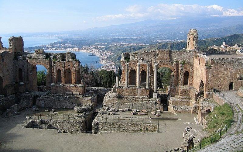 Το αρχαίο θέατρο της Δαρμίνας καταρρέει
