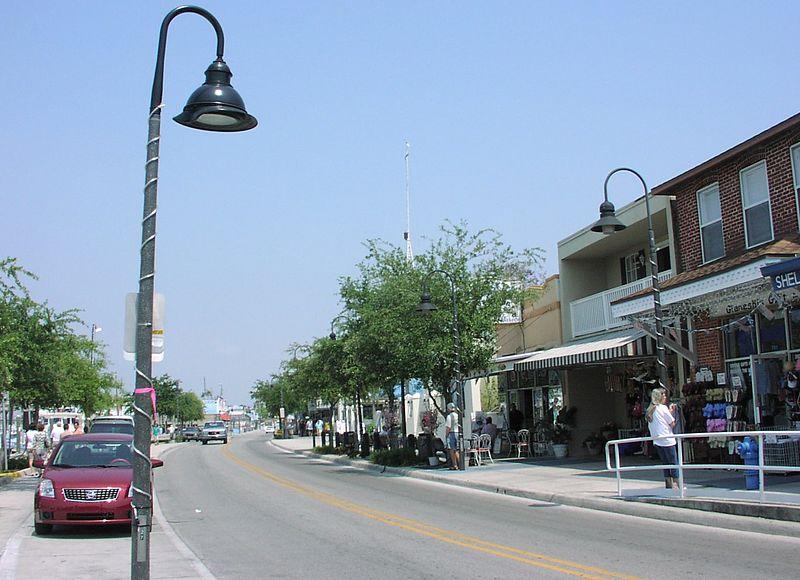 Tarpon Springs shops and Greek restaurants