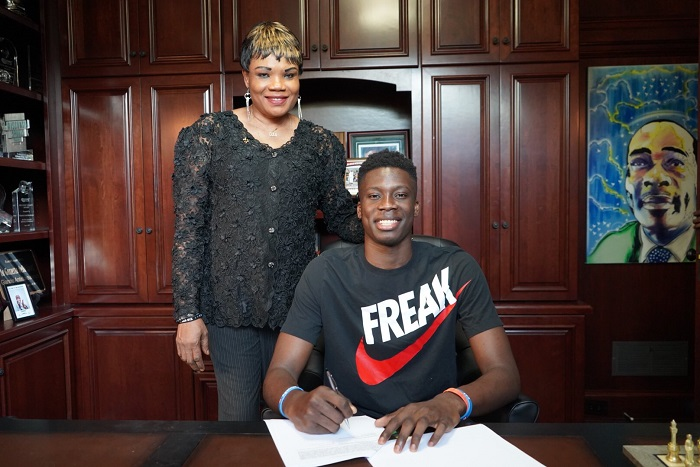 Younger Brother Alex Antetokounmpo Signs 3-Year-Deal with Murcia - Greek Reporter - Greek Reporter