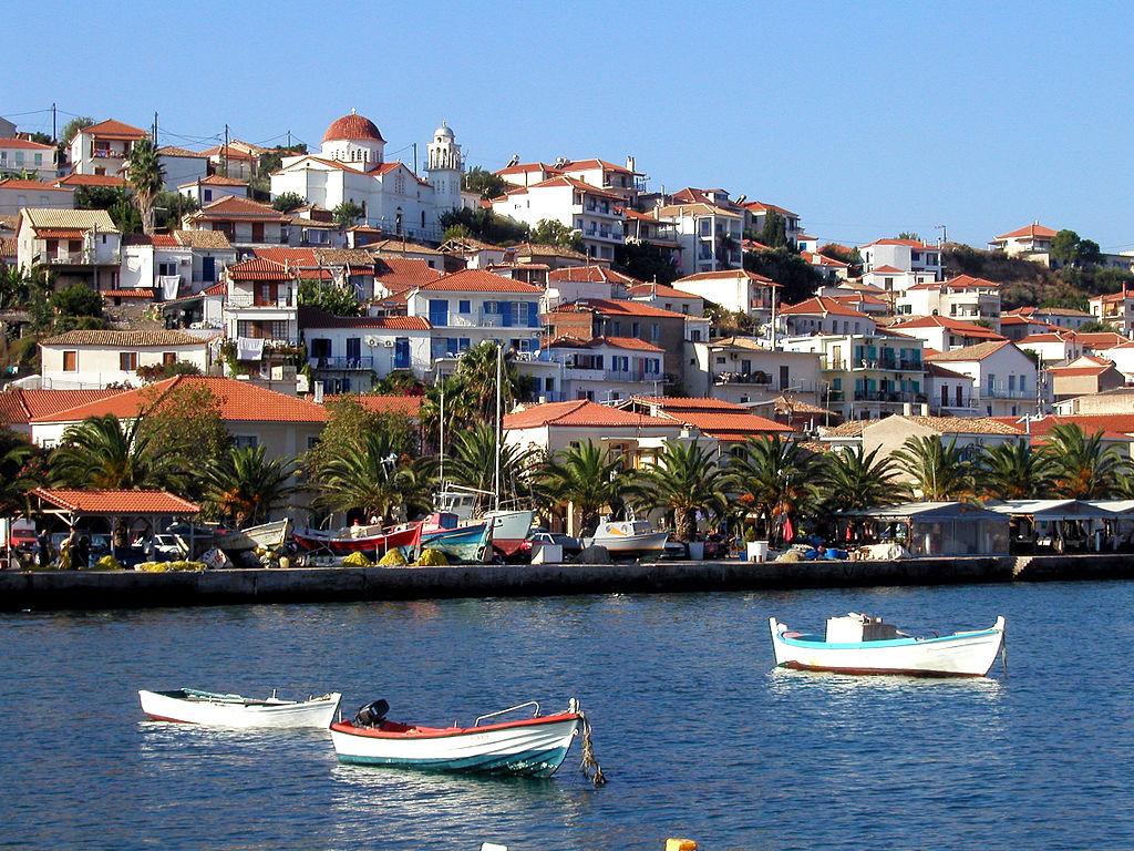 methoni koroni castles greek towns seaside