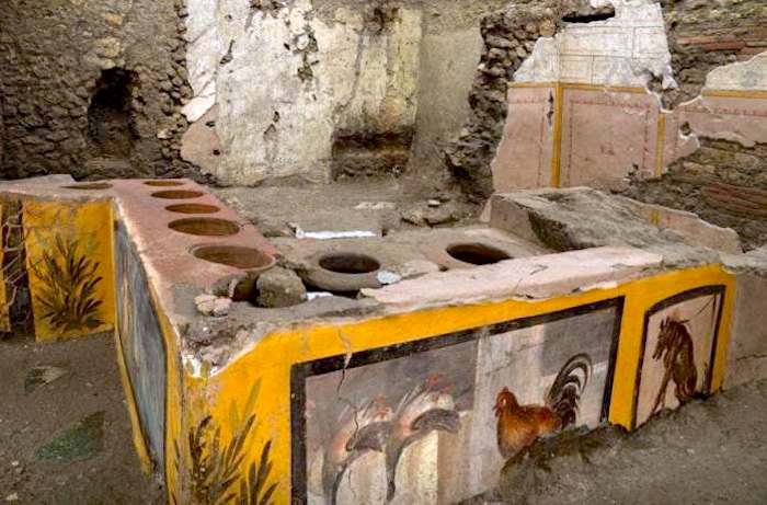 The spectacular street food shop in Pompeii