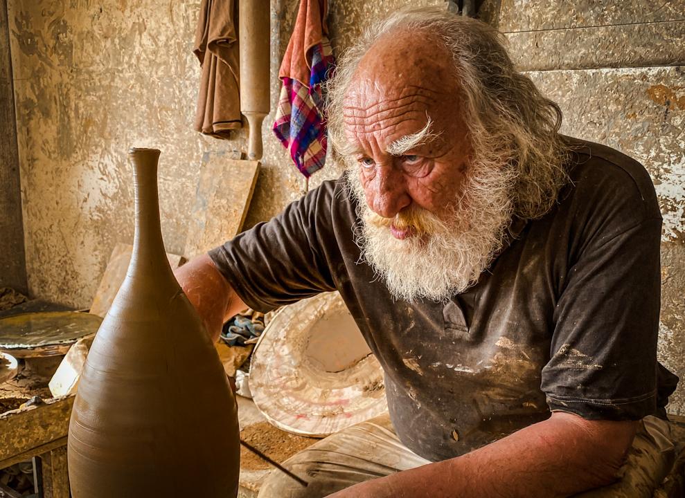 Potter Santorini ceramics