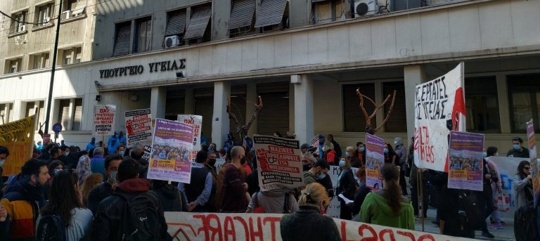 """Greek Doctors Protest """"Suffocating"""" Conditions in Covid-19 Wards"""