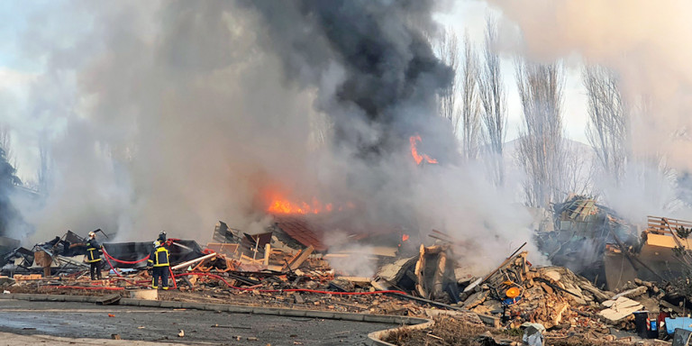 Blast destroys hotel in Kastoria, Greece