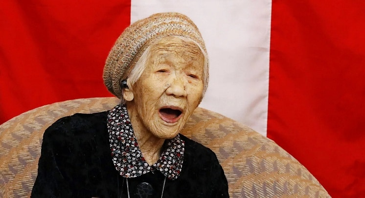 Tokto 2021 oldest person to ever carry the Olympic torch