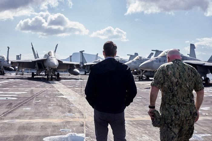 Επισκεφθείτε τον αεροπλανοφόρο Eisenhower