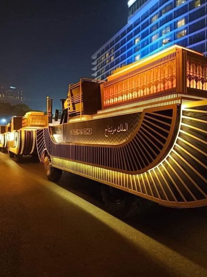 Egyptian mummies: Pharaohs transported through city