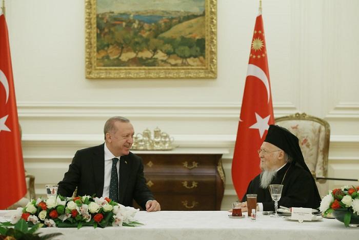 Erdogan Calls on the Greeks of Constantinople to Return -- Report