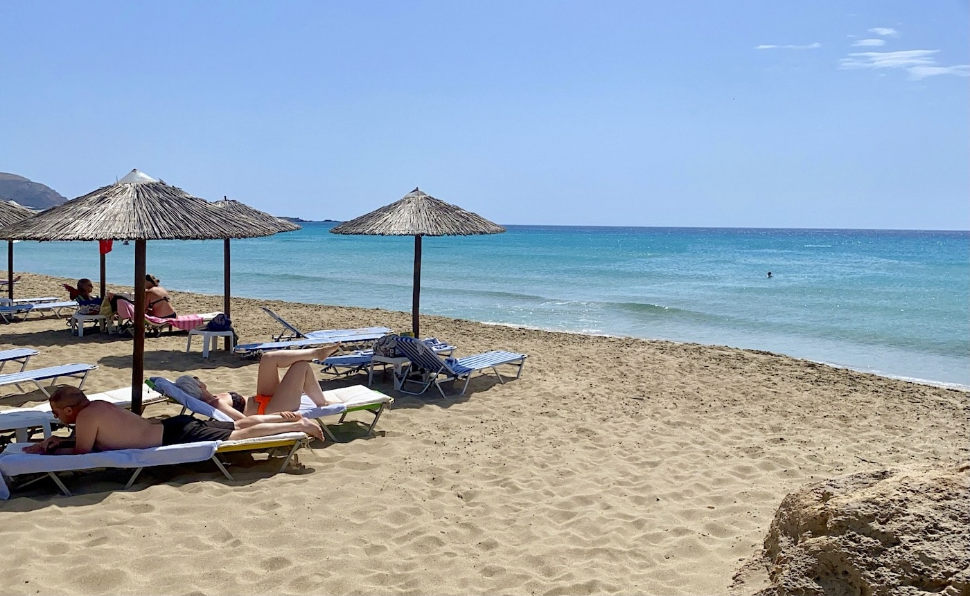 heat wave sends Greeks to beaches