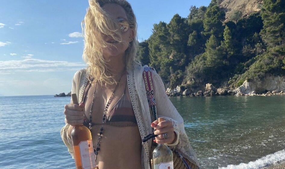 Kate Hudson Greece