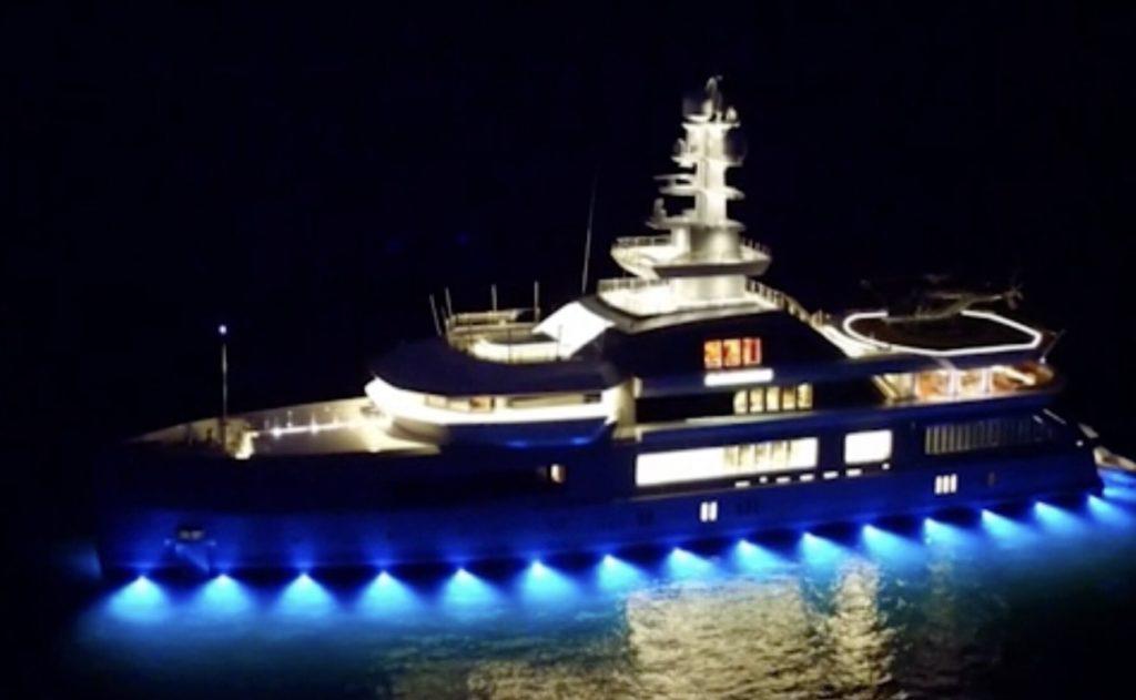 super-yacht Mykonos cloudbreak
