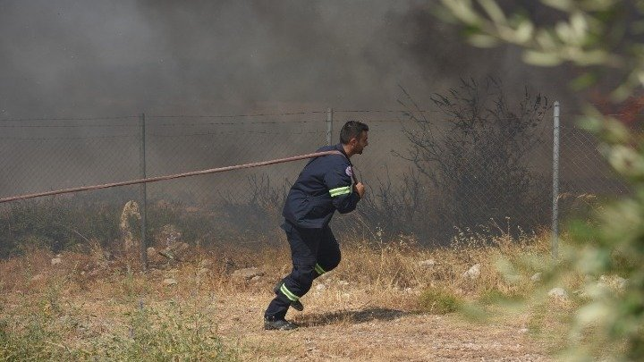 Large Fire Breaks Out in Achaia, Residents Evacuated