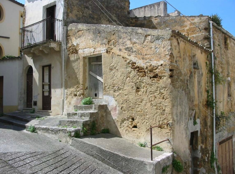 two euro houses italy Sambuca di Sicilia