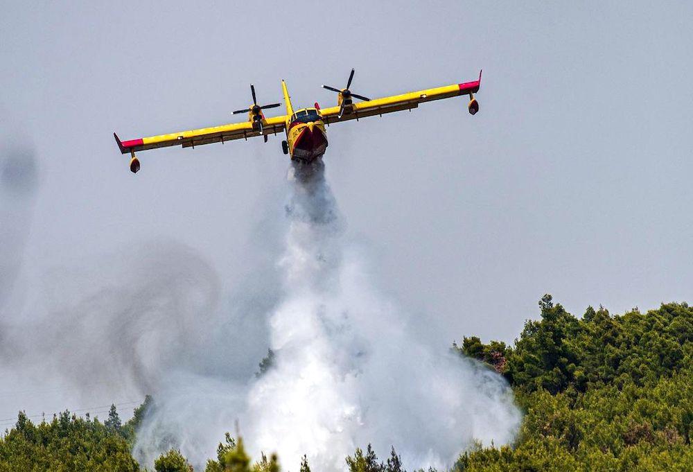 plane crashes greece fires