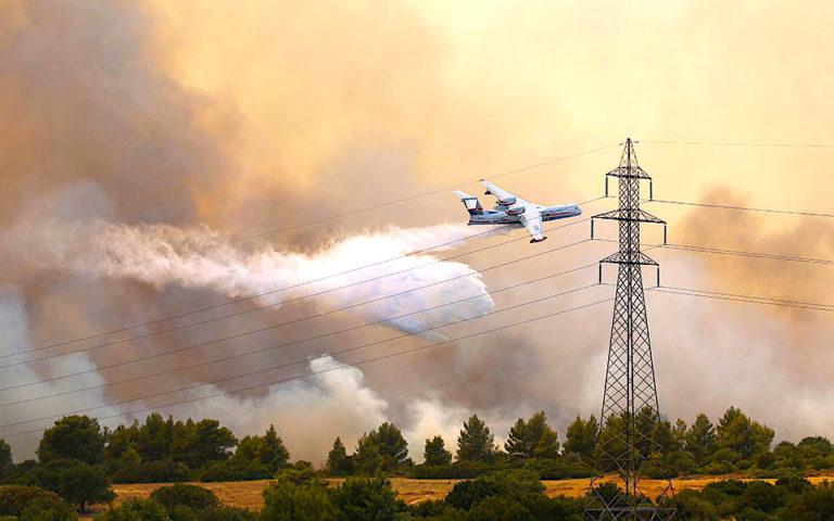 Greece Fires: Massive Blaze Threatens Suburb of Varympompi, Homes Burned