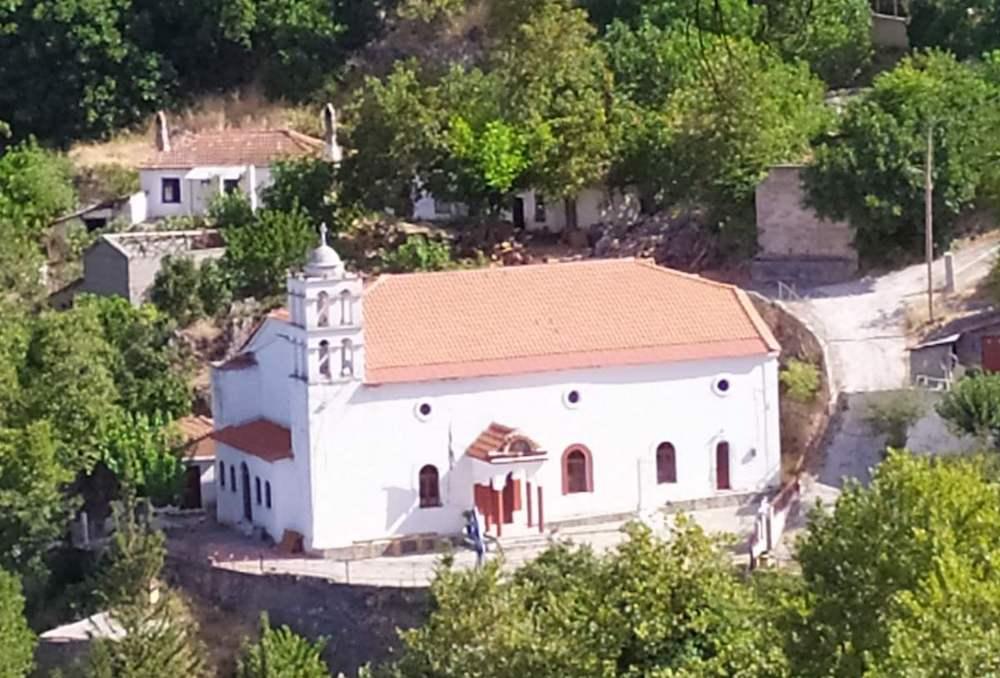 Church in Kokkinomilia before fire on Evia